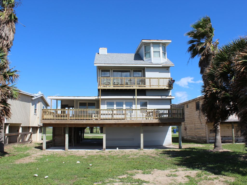 39 lazy daze 39 multi level beach house with vrbo for Multi family beach house rentals