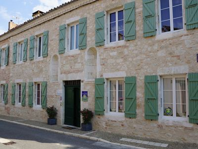 GITE OF CHARACTER - HEATED POOL, OLD CONVENT, CHARM, CALM-15 PERS
