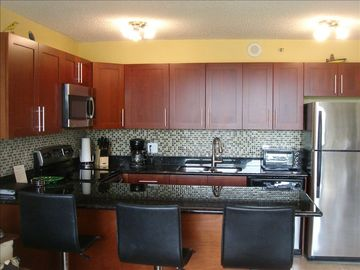 Waikiki condo rental - Kitchen