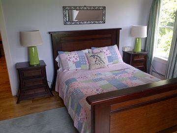 Queen bed on 2nd floor with beautiful mountain views.