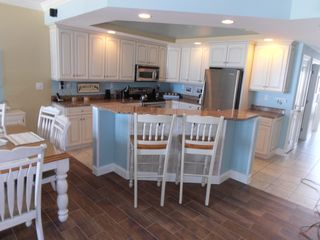Belmont Towers Ocean City condo photo - Kichen with Island Seating