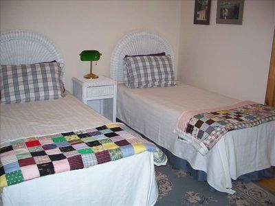 Lake Nantahala house rental - 4th bedroom with twin beds