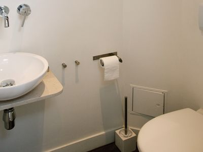 5th Arrondissement Latin Quarter townhome rental - Secondary bathroom - includes sink and toilet