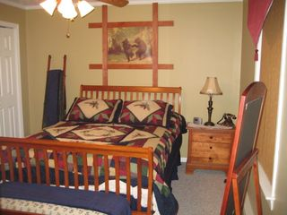 Maggie Valley house photo - Newly decorated master bedroom