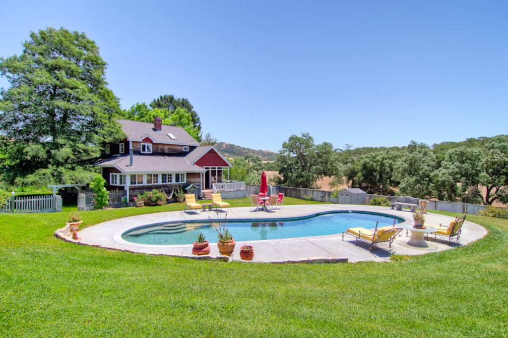 Farmhouse splendor with all the amenities vrbo for Farmhouse with swimming pool