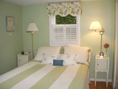 Queen bed, bath, newer dresser and TV