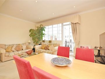 Notting Hill apartment rental - Living room can comfortably seat 4 persons and the dining table 6 persons