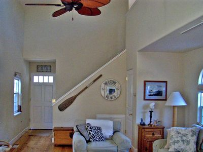 Vaulted ceiling with hardwood floors and ceiling fan