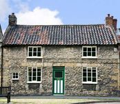 OLD SCHOOL HOUSE, family friendly in Thornton-Le-Dale, Ref 4468
