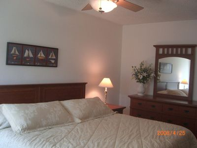 Oceanside condo rental - Very comfortable Cal King bed