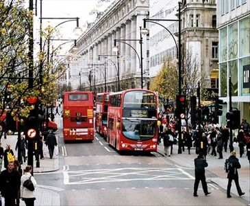 Local attractions are Oxford Street, Portobello Road, Queensway & the West End
