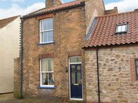 RASPBERRY COTTAGE, pet friendly, with a garden in Hornsea, Ref 918736