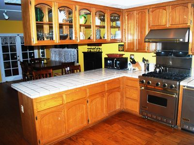 Fully equipped kitchen with Viking appliances