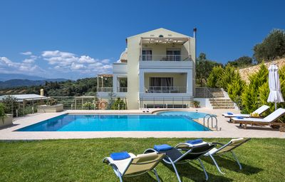 Platanias villa rental - Relaxing by the pool