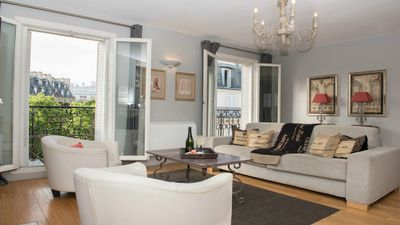 Perfect Luxe Bright-Incredible Eiffel View-Balcony-AC-Free Wifi-Gourmet Markets