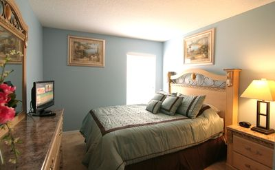 Master Bedroom 2 - Queen Size Bed