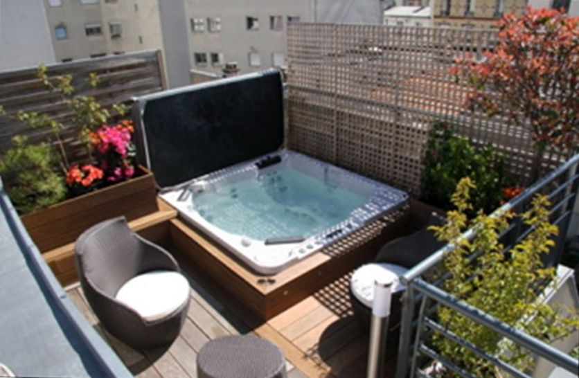 Luxurious modern family triplex 9 guests vrbo for Terrace jacuzzi