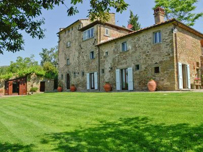 A luxurious villa in the charming Tuscan hills.