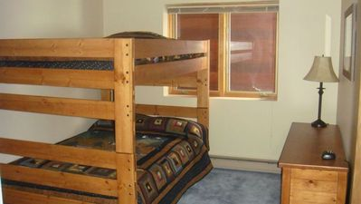 Discount Bunk  Mattresses on Full Over Full Bunk Beds With New Mattresses  Wildlife Motif