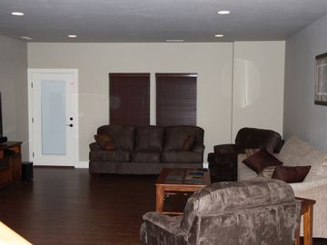 Large open area recreation romm with 55' flat screen tv