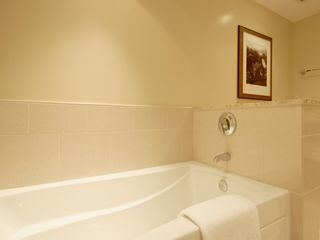 Lahaina condo photo - Plan a bubble bath in your large tub