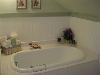 Portland house photo - Relax in a luxurious Bubble Bath