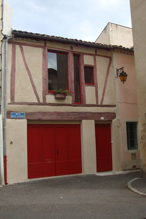 House 75m2, with garage. Renovated, air conditioned, located in the city center of Cahors