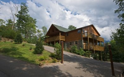 Gatlinburg Cabin Rental with Smoky Mountain Views, near Dollywood, Pigeon Forge