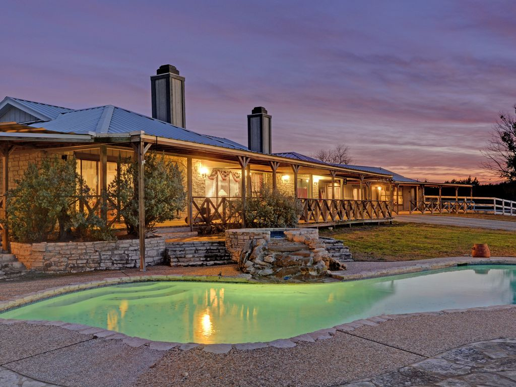 1001629 together with 102807096 in addition Float In Style 10 Awesome Houseboats For Rent besides HA 783312 also Northshoremarinahollows. on luxury lake travis boat rentals
