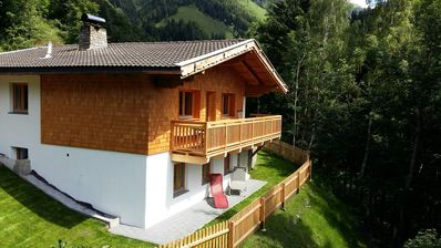 Holiday house with fantastic panoramic view; quiet location
