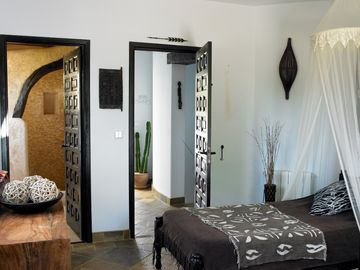 African twin room with hand built en-suite