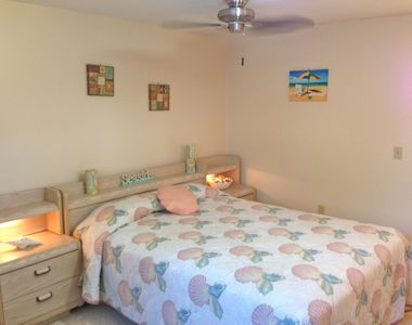 Hampton Bay ceiling fans & queen size beds are in your villa.