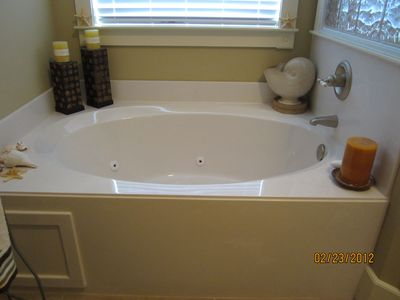 Jacuzzi in MB bath
