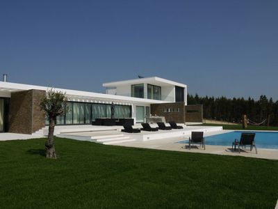 Silver Coast - Luxury Modern Villa, Panoramic Views, Games Room & Infinity Pool