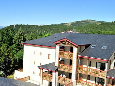 Charming apartments in a residence with swimming pool and sauna, near the centre of Font Romeu and 600 metres from the ski gondola.