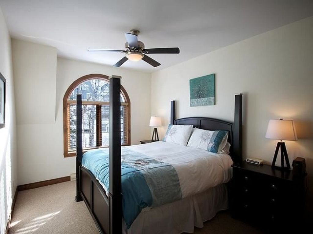 Quebec Bedroom Furniture Les Manoirs Mont Tremblant Quebec 3 Bedroom Cathedral Ceiling Lac
