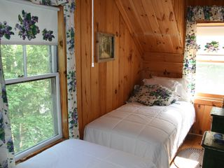 Woodstock lodge photo - Violet bedroom