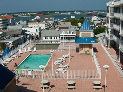 Belmont Rooftop Pool & Putting Green