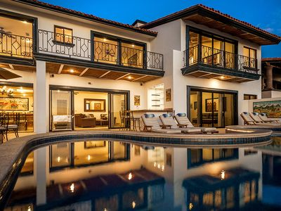 Amazing 13-BR + Loft Luxury Villa, White Water Views and Private Club