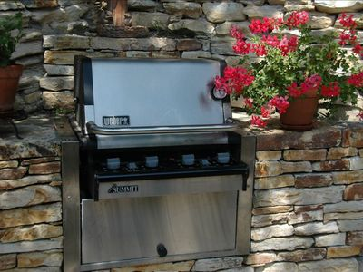 Carmel cottage rental - Outdoor barbeque on back patio