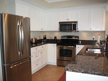 Fully Stocked Kitchen w/ Granite Countertops and Stainless Steel Appliances