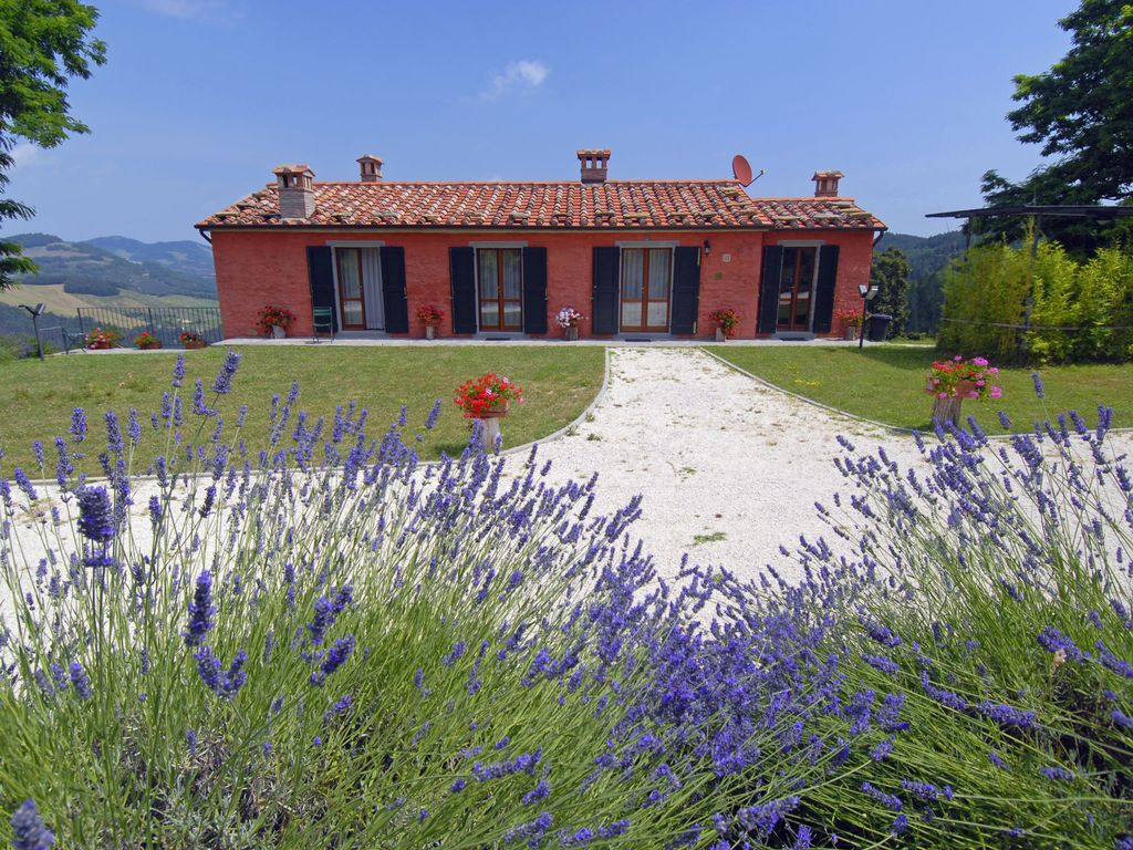 Villa in the Tuscan Hills with Private Swimming Pool in a Quiet