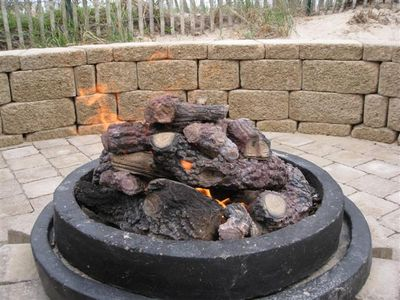Gas firepit - roast marshmallows!