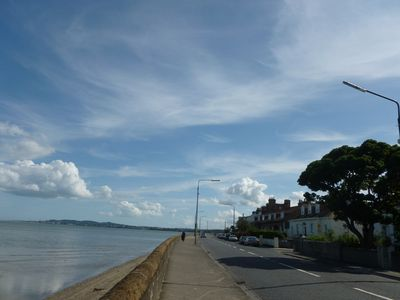 10 mins to city centre! Tourist Board* Seafront   2 bedroom apartment,  WIFI