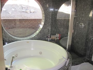 Jacuzzi bathroom which is great fun for kids and bubbles.