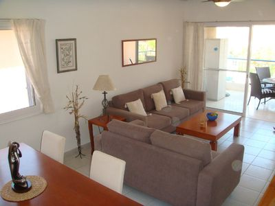 Well  appointed 2 bed flat in Paradise II, walk to harbour, shops & restaurants