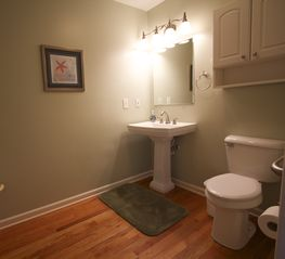 Folly Beach house photo - Master bathroom. Handicapped accessible.