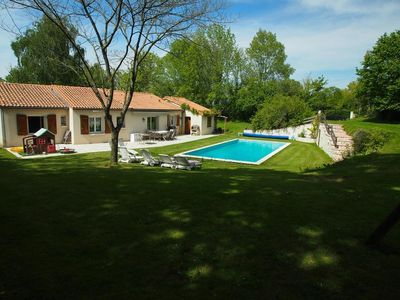 Gatine House with big swimming pool, large capacity (12 people)