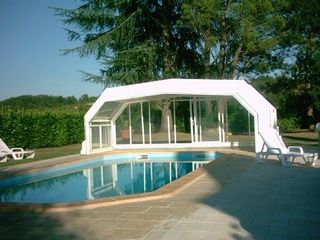 A private swimming pool for your holidays 631046 for Prix d une piscine couverte