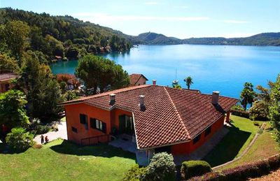 Villa with large garden and beautiful lake view 10 min. walk from Orta